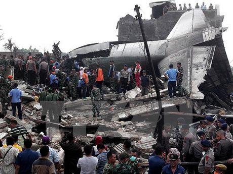 Indonesia: 13 nguoi tu vong trong vu roi may bay van tai khong quan - Anh 1