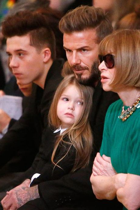 Ngam chum anh dang yeu cua be Harper Beckham trong vong tay bo me - Anh 5