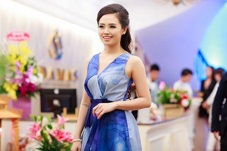 MC Ngoc Trang nhieu show hon sau khi cong khai chuyen tinh dong tinh - Anh 3