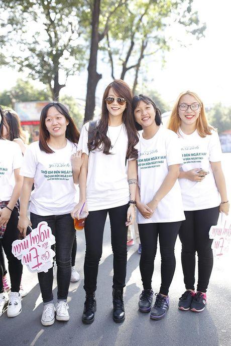 Tran Thanh, An Nguy gay nao loan duong pho khi nhay flashmob cung fans - Anh 13