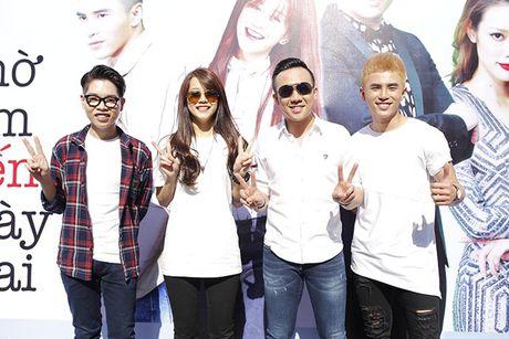 Tran Thanh, An Nguy gay nao loan duong pho khi nhay flashmob cung fans - Anh 5