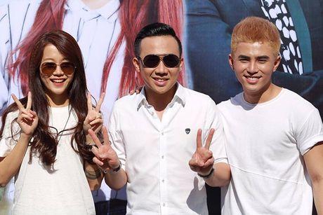 Tran Thanh, An Nguy gay nao loan duong pho khi nhay flashmob cung fans - Anh 8