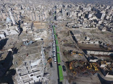 Chay khoi Aleppo, nguoi dan Syria lai roi vao 'dia nguc' moi o Idlib? - Anh 1
