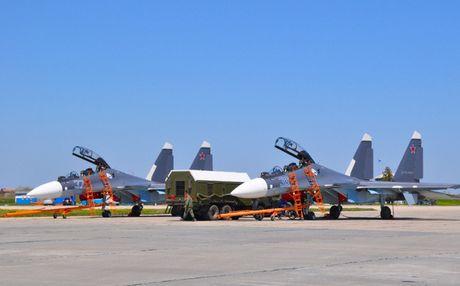 NATO khieu khich, Nga dieu phi doi tiem kich Su-30SM toi Crimea - Anh 1