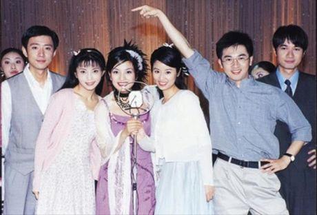 So phan bat hanh, duong tinh lan dan cua dan dien vien phu 'Tan dong song ly biet' - Anh 2