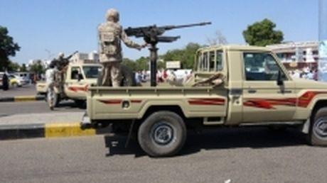 IS danh bom lieu chet tai Yemen, hon 100 binh linh thuong vong - Anh 1