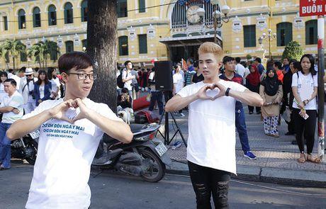 Tran Thanh, An Nguy nhay flashmob tren pho Sai Gon - Anh 2