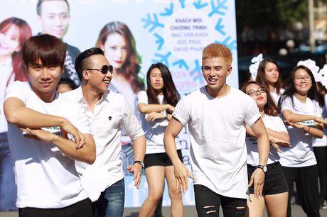 Tran Thanh, An Nguy nhay flashmob tren pho Sai Gon - Anh 3