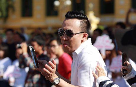 Tran Thanh, An Nguy nhay flashmob tren pho Sai Gon - Anh 4