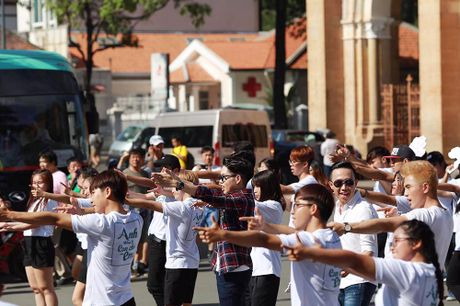 Tran Thanh, An Nguy nhay flashmob tren pho Sai Gon - Anh 5