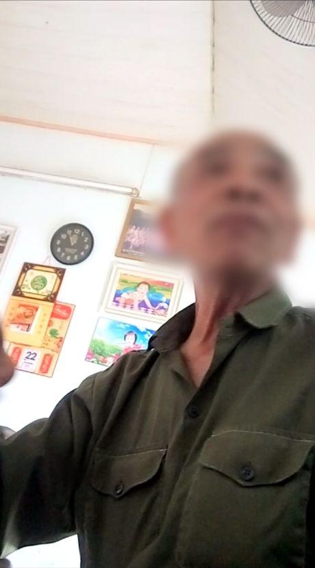 Ong bo 'diu con nhat rac' tung cam cam so luong, bat bo minh di an xin - Anh 2