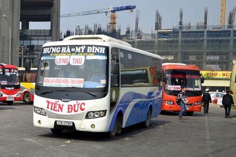 Ben xe Ha Noi dong thuan phan luong tuyen moi - Anh 1
