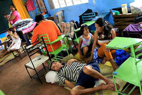 Philippines: Bao Nock-Ten day hang nghin nguoi phai di so tan - Anh 1