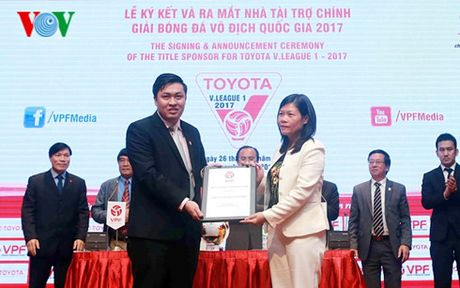 Toyota Viet Nam tiep tuc dong hanh cung V-League 2017 - Anh 1