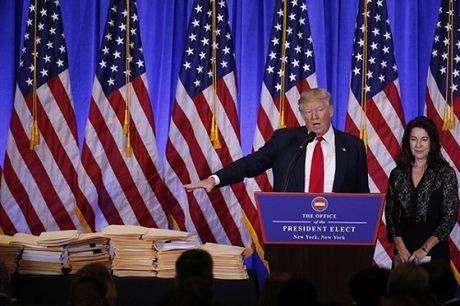 Toan canh Trump hop bao lan dau ke tu khi dac cu: Nga da tan cong mang My - Anh 1