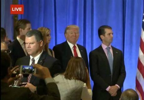Toan canh Trump hop bao lan dau ke tu khi dac cu: Nga da tan cong mang My - Anh 4