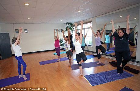U100 song khoe nho yoga va cau 'than chu' ky dieu - Anh 8