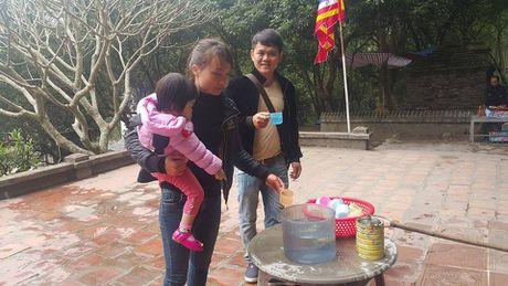 Dan dua nhau ve uong nuoc gieng Ngoc 700 nam o Hai Duong - Anh 12