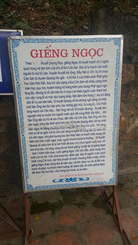 Dan dua nhau ve uong nuoc gieng Ngoc 700 nam o Hai Duong - Anh 2