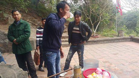 Dan dua nhau ve uong nuoc gieng Ngoc 700 nam o Hai Duong - Anh 9