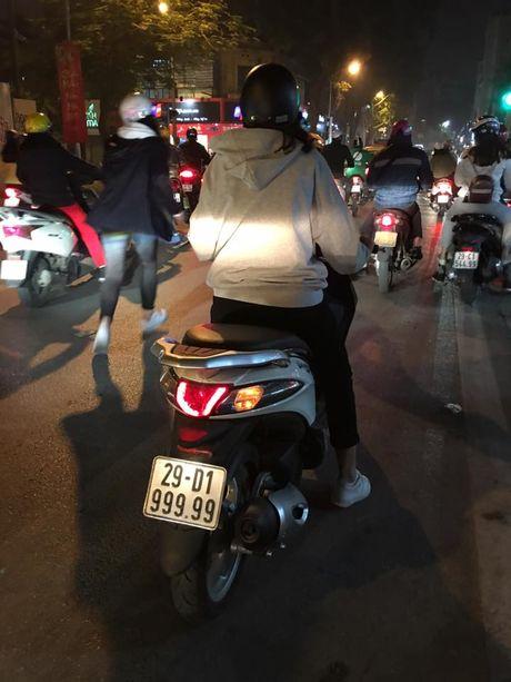 Co gai Hai Phong lai xe bien ngu 9 bi 'truy lung' - Anh 5