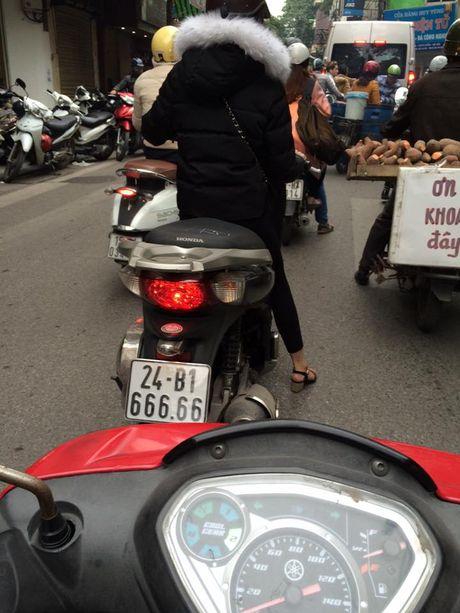 Co gai Hai Phong lai xe bien ngu 9 bi 'truy lung' - Anh 6