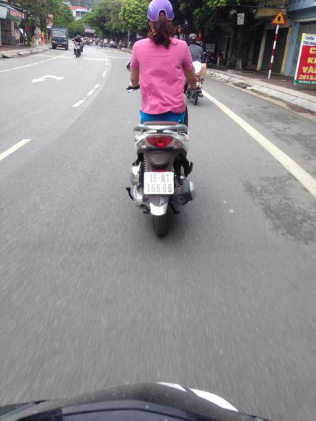 Co gai Hai Phong lai xe bien ngu 9 bi 'truy lung' - Anh 9