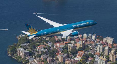 Vietnam Airlines ban va thue lai may bay de dam bao an toan von - Anh 1