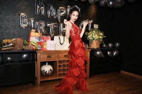 Angela Phuong Trinh rang ro don tuoi moi ben ban be - Anh 16