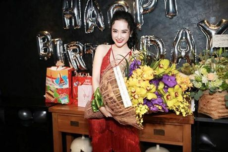 Angela Phuong Trinh rang ro don tuoi moi ben ban be - Anh 1
