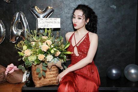 Angela Phuong Trinh rang ro don tuoi moi ben ban be - Anh 2