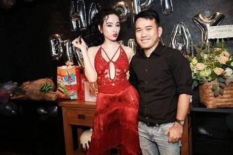 Angela Phuong Trinh rang ro don tuoi moi ben ban be - Anh 7