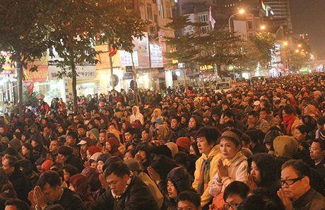 Chum anh: Van nguoi lam le cau an tai chua Phuc Khanh, Ha Noi - Anh 2