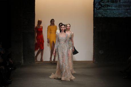 Lua Viet toa sang tren san dien New York Fashion Week 2017 - Anh 1