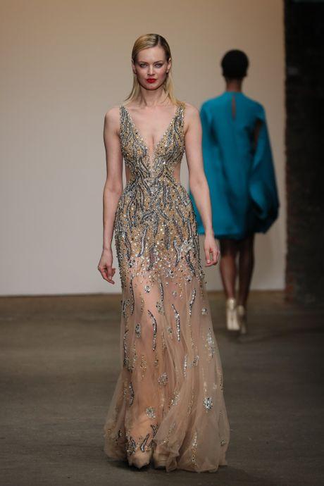 Lua Viet toa sang tren san dien New York Fashion Week 2017 - Anh 3