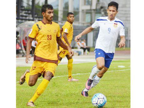 Nguyen nhan khien 22 cau thu Lao, Campuchia 'ban minh cho quy' - Anh 1