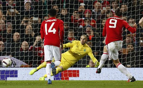 M.U thang tung bung nho hat-trick cua Ibrahimovic - Anh 1
