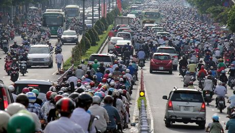 Taxi dien tren khong khong the cham dut ket xe - Anh 3