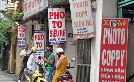 Sinh vien bi ky luat vi dung sach photo: 'Uoc mo cung co gia, ngheo nhung khong duoc hen' - Anh 2