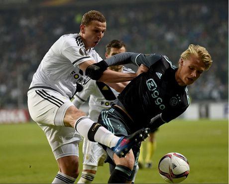 Ibrahimovic va doi hinh xuat sac nhat luot di vong 1/16 Europa League - Anh 3