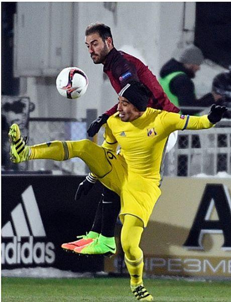 Ibrahimovic va doi hinh xuat sac nhat luot di vong 1/16 Europa League - Anh 8