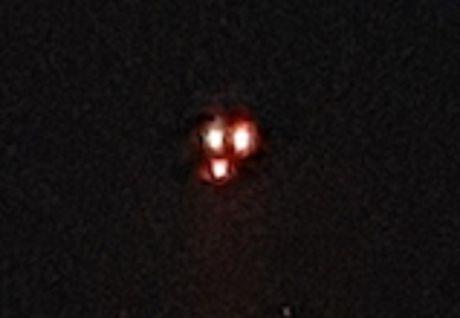 Vat the la giong UFO ba den sang 'oanh tac' bau troi Canada - Anh 3