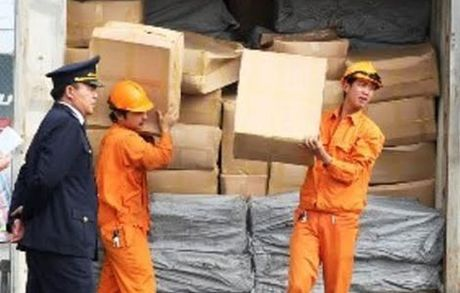Thu giu 2 container la khat chua tien chat ma tuy cuc doc - Anh 1