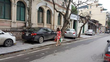 Ha Noi: Via he lai chat cung xe hop, xe may, do ai di bo - Anh 3