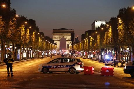 Paris: Thu do hoa le hay cuoc chien khong hoi ket giua Phap va IS? - Anh 1