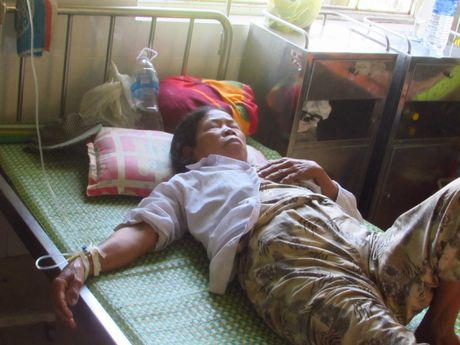 Thua Thien Hue: Hang chuc nguoi nhap vien, nghi do an banh tet - Anh 2