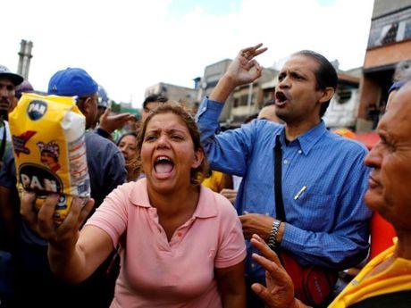 Hang loat cong ty lon bi ton that, rut khoi Venezuela - Anh 1