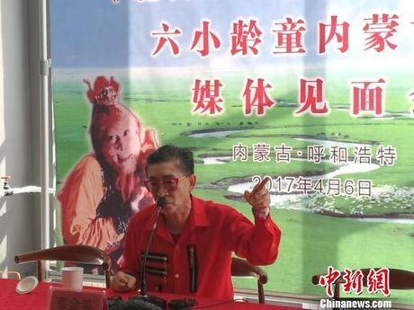 Luc Tieu Linh Dong tiet lo gay soc ve huyet thong va anh trai qua co - Anh 1