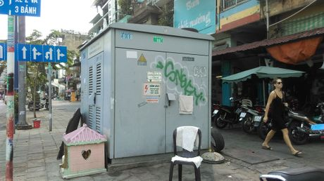 Hang loat bot dien 'chinh inh' tren via he chiem loi di bo - Anh 3