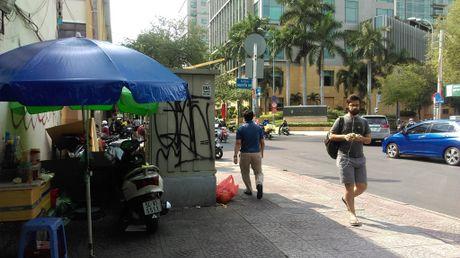 Hang loat bot dien 'chinh inh' tren via he chiem loi di bo - Anh 7